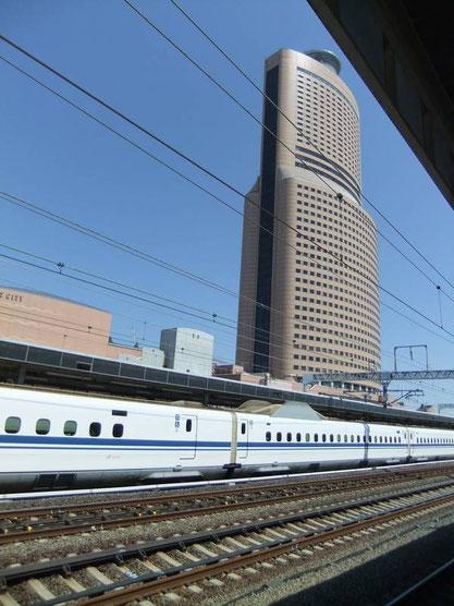 En gare de Hamamatsu - quai des Shinkansens