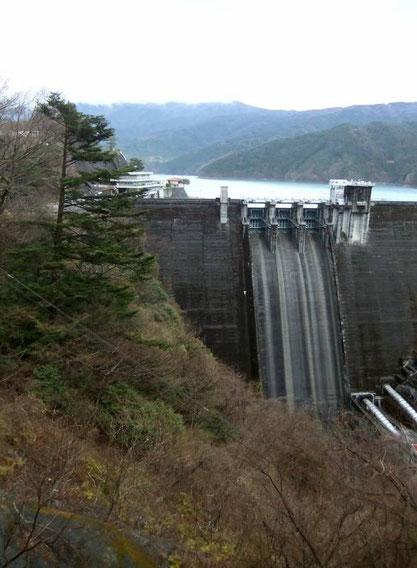 Le barrage d'Ikawa (Ikawa Damu)