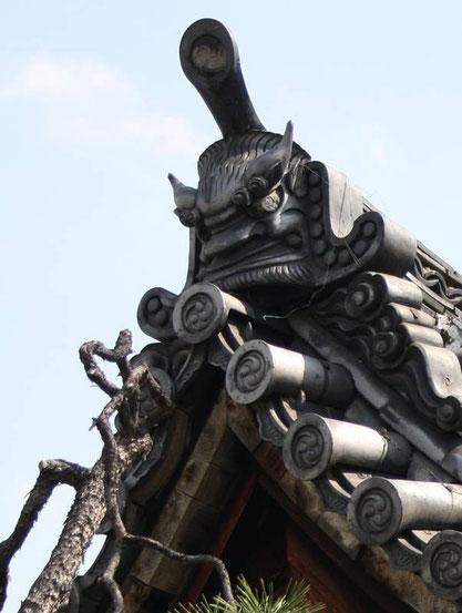 Détail d'un fronton de toiture de temple