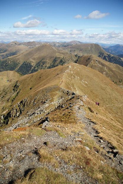 Abstieg via Nordgrat, im Hintergrund der Schiestelnock