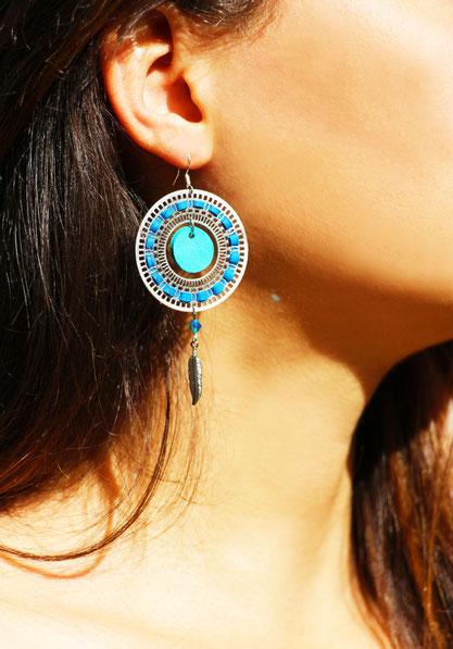 création bijoux, créateur bijoux, bijoux cuir, bijoux fait main, boucles d'oreille cuir, boucle d'oreille bleu, bijoux faits main, boucles d'oreille plumes