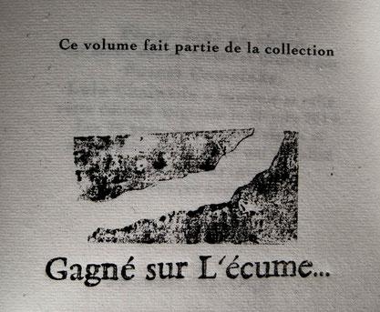 Logo de la collection Gagné sur l'écume. Typo de plomb et estampage