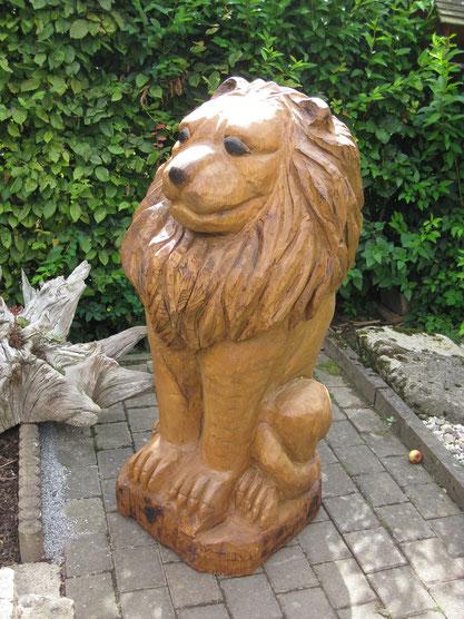 geschnitzter Löwe aus Eiche