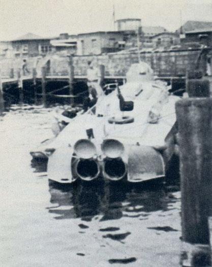 """""""LS-4"""" mit geöffneten Heckklappen - Bild aus Fock: """"Schnellboote Bd. 2"""""""