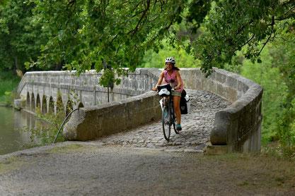 VTT, circuit, vélo électrique, berges du Canal, découverte, balade, détente, paysage, halage, pont canal, robine, aude