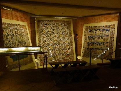 v.l.n.r. Wurzel-Jesse-Teppich, Sibyllen- und Prophetenteppich, Auferstehungswunderteppich