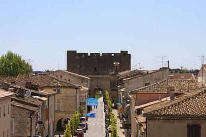 Bild: Blick von der Stadtmauer in die Altstadt in Aigues-Mortes