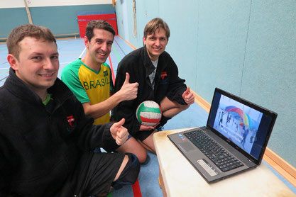 Freuen sich über den Film bei youtube über den Familiennachmittag: Artur Stark (von links), Marco Gedra und Marcio Holzer