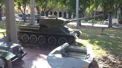 Memorial Granma en el Museo de la Revolución, exhibe los equipos usados en las luchas independentistas de la isla.