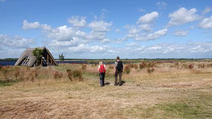 Wanderer im Naturpark Bourtanger Moor, Wanderrevier Veenland. Copyright: Naturpark Bourtanger Moor-Veenland
