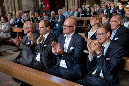 Stadtdechant Roland Winkelmann, Generalvikar Klaus Pfeffer, OB Sören Link, Katholikenratsvorsitzender Daniel Wörmann (Foto: Achhim Pohl / Bistum Essen)