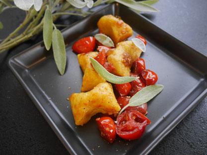 Curry-Gnocci / Kirschtomatenragoût