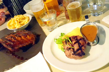 Steak und Ribs im Hunter & Barrel in Darling Harbour