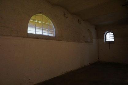 Ansicht mit rechts folgendem zugemauerten Fenster