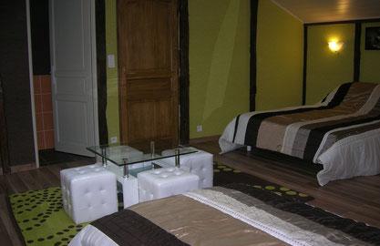 Chambre pour 4 personnes avec salle d'eau et WC privé