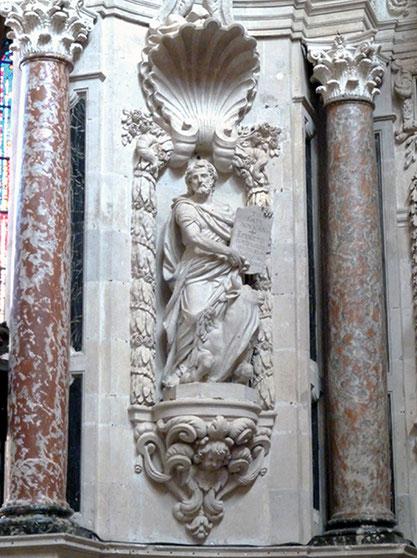 Statue en marbre de Saint Luc. Cathédrale Saint-Etienne à Toulouse