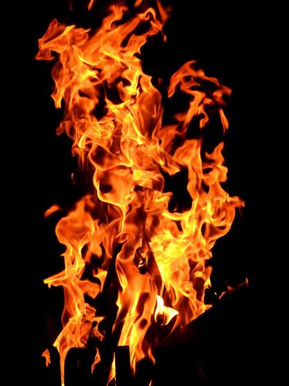 Mittelalter Freidhof Friedhöfe mittelalterlich mittelalterliche geschichte skelett tod tot skelette grab gräber feuer flammen feuerbestattung