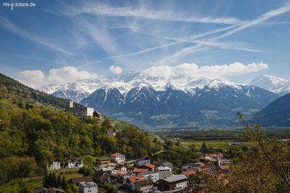 Die Churburg in Schluderns mit tollem Ausblick auf die umliegenden Berge