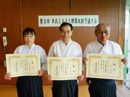 左から第2位の秋山選手、優勝の中村選手、第3位の郡司選手