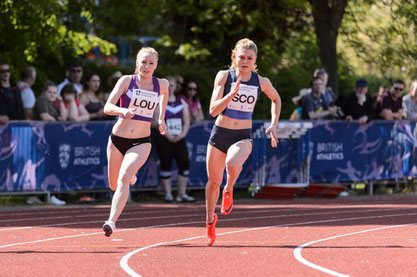 Beth Dobbin on her way to 200m victory (Photo: Bobby Gavin)