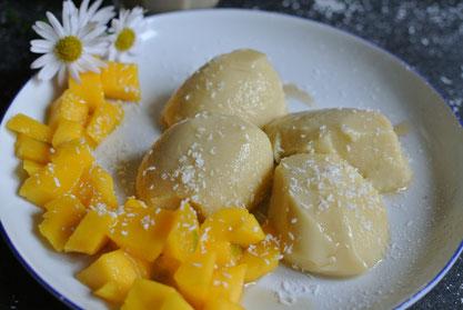 Südseeflair: Kokosmousse mit frischer Mango (ohne Gelatine)