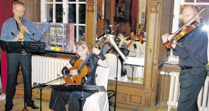 Konzert auf hohem Niveau: Im Ballsaal des Kupferhofes Rosenthal brillierten jetzt (v.l.) Burghard Corbach, Anja Witt und Christof Hallek mit Kompositionen, die überwiegend im 20. Jahrhundert entstanden sind. Foto: T. Dörflinger