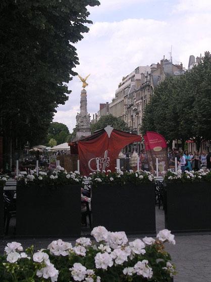 In der Fußgängerzoner begegnet einem die Siegessäule aus den napoleonischen Kriegen