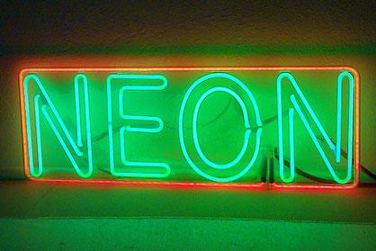 Neonbuchstaben Hersteller // Neon Licht Berlin