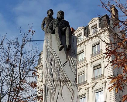 St-Exupéry et le Petit Prince, place Bellecour à Lyon. (Sculptrice : Christiane Guillaubey, 2000)