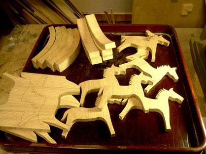 飾り馬 ミニチュア木馬切抜き中