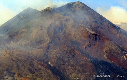 La depressione sul fianco orientale del nuovo Cratere di Sud-Est ripresa da Turi Caggegi (iEtna.it)