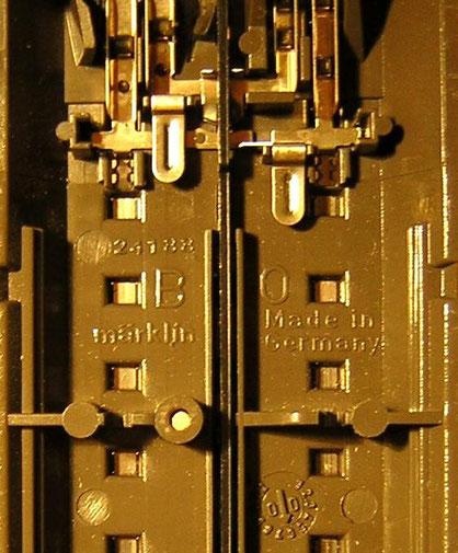 """Datenangabe in der Bettung, unten rechts die Datumsangabe """"6 / 00"""", also Juni 2000"""