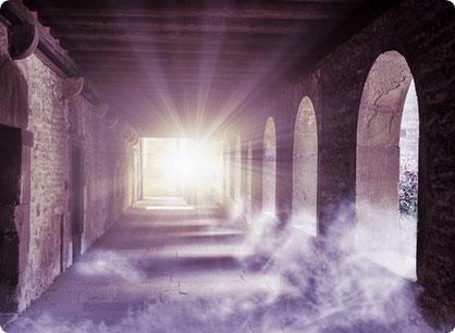 Spirituelle Rueckfuehrungen in bedeutsame Vorleben folgen den Spuren der Vergangenheit