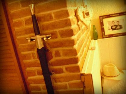 Schwert im Wohnzimmer
