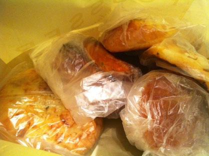 パンの差し入れ!久しぶりに食べる「プーセ」のパンはシャレオツな味でした。 今城さんありがとうございます。