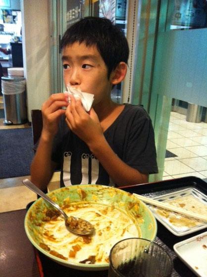 最近の哲平はカレーにトンカツ、卵焼きの組み合わせばっかwww ごちそうさまでした~。。。