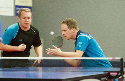 Zwar traten Fabio Deckert (links) und Andreas Wibbe nicht gemeinsam im Doppel an, trotzdem konnte die erste 9:4 gewinnen und den Herbstmeitertitel feiern. Foto: Tuschen