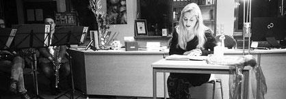 """Cäcilia Then liest in der Gemeindebücherei Großenseebach ihre Texte aus der Anthologie """"Unterwegs"""", herausgegeben von den Marktschreiberinnen Eckental"""