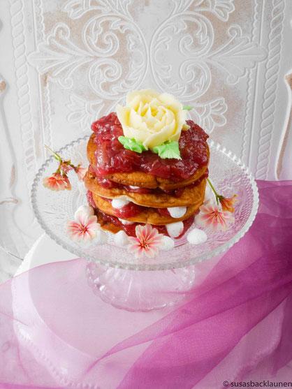 Pancakes mit Rhabarberkompott