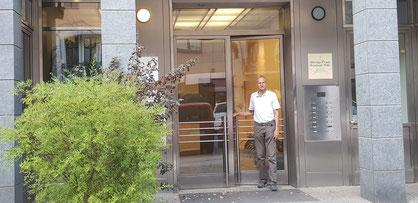 Zugang zur Massagepraxis Reinhard Nölle - Grolmanstr. 40, 10623 Berlin-Charlottenburg