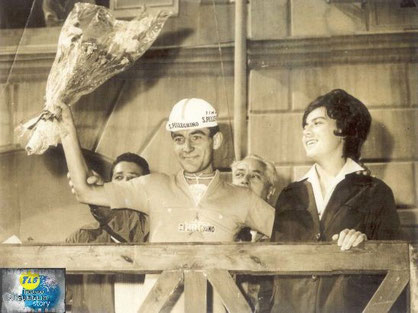 Foto courtesy: archivio TLS, Guido Neri sul palco delle premiazioni.