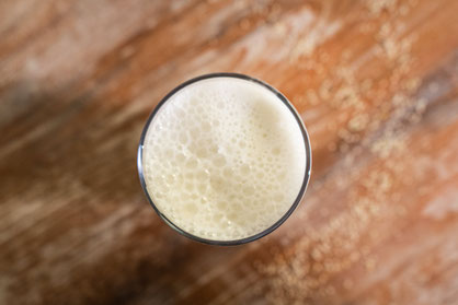 Hanfmilch selber machen, Rezept vegan Rohkost Glas Hanf Milch Drink Hanfsamen geschält Hanfherzen Getränk