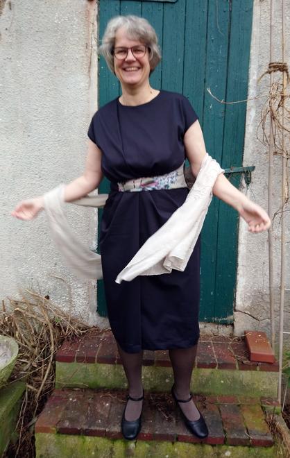 """dunkelblaues Etuikleid vom Weihnachtskleid-Sew-Along """"Dress for Success""""  © GriseldaK 2019"""
