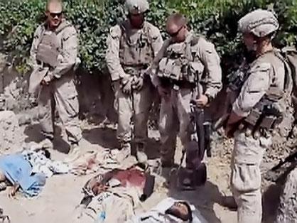Amerikanske soldater pisser på døde afghanere