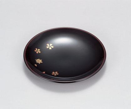 桜と紅葉をバランスよく散らした 品のある銘々皿です