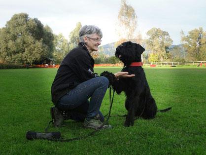 Brigitte Burgstaller, Hundediplomatin, Hundetrainerin, Vorarlberger Assistenzhunde, Therapiehunde