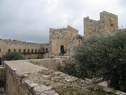 Башня, названная европейскими путешественниками Цитаделью Давида - турецкое сооружение xvו в. н.э.