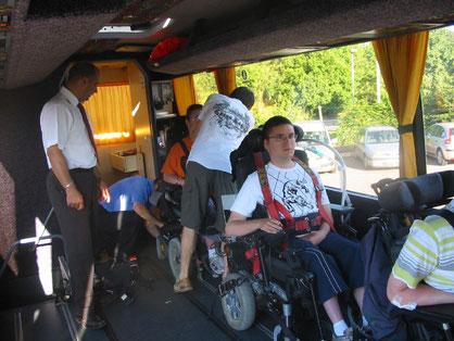 Installation dans un car spécialisé pour le transport des PMR