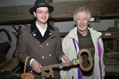 Museumsleiter & Weinbauvereins Obmann - Stellvertreter Alexander Gröschl und Schriftsteller Alfred Komarek; Copyright: Franz Enzmann