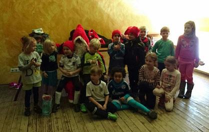 Gruppenfoto mit dem Weihnachtsmann.